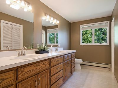 Sandusky house rental - Large bathroom