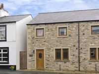 BYTHEWAY COTTAGE, family friendly in Ingleton, Ref 4134