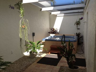 Private hot tub area in lanai