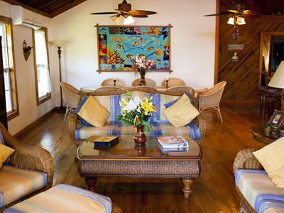Roatan house rental - LIVING/DINING AREA