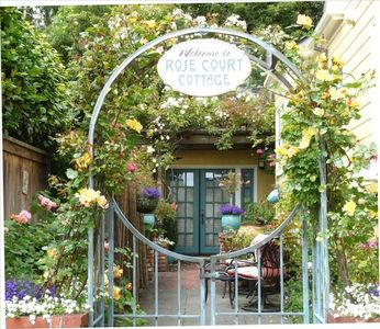 Arcata vacation rental Rose Court Cottage entrance to courtyard