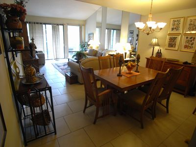 Palm Springs condo rental - Dining area off living room