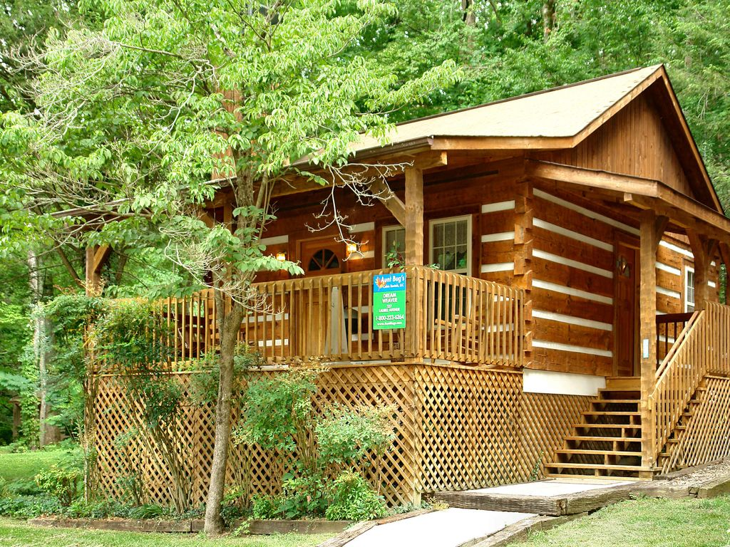 1 bedroom cabin within walking distance to downtown for Nuvola 9 cabin gatlinburg