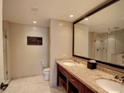 Master Bathroom... Photo 2