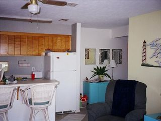 Endless Summer condo photo - A breakfast nook adjoins your living area.