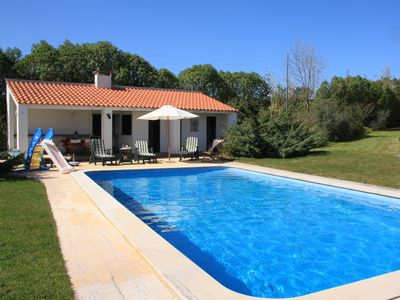 Charming Villa ideal for families, with gorgeous view over Sintra, near beach