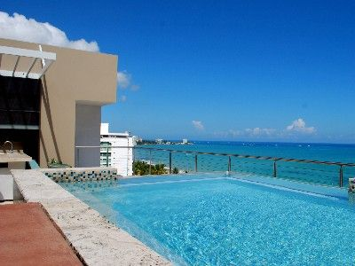 Ocean view and infinity Jacuzzi/pool at rooftop terrace