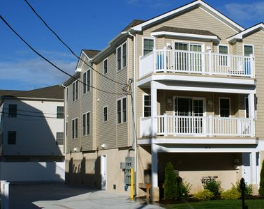 Upper End Unit. Driveway Side Facing East to the Beach.