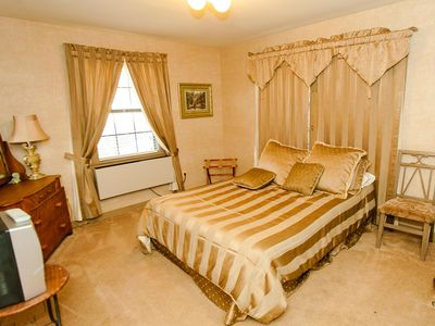Queen Bedroom 'Austin'   ground floor