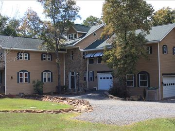Greers Ferry Lake house rental - Front view