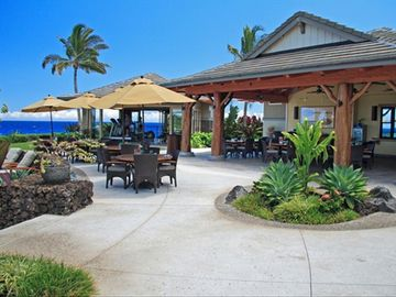 Order a drink or light meal among ocean breezes and palm trees.