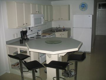 Fully Equipped Kitchen /Brand New Appliances 2010