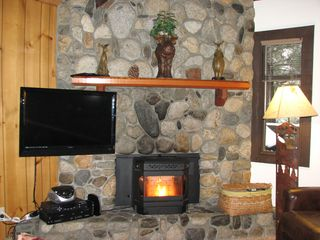 Mammoth Lakes condo photo - 37in LCD & NEW Pellet Stove