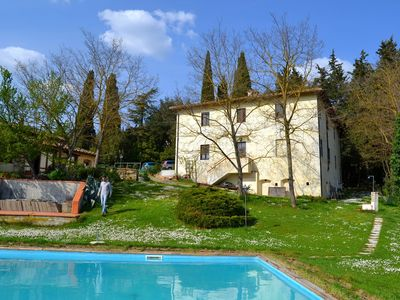 Family apartment in a farmhouse in the heart of Chianti with pool