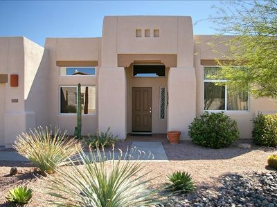 Oro Valley house rental - Front of House with gardener service