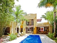 Modern Home, 3BR, private pool, Terrace and Balcony (Sleeps up to 9)