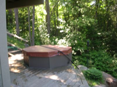deck hot tub off lower queen bedroom