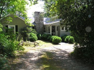 Highlands cottage rental - Welcome to Trail's Inn