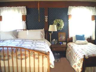 Big Bear Lake chalet photo - All bedrooms with great beds, quality bedding, separate TVs!