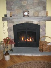 Lincoln cabin photo - Gas Fireplace w/remote in livingroom