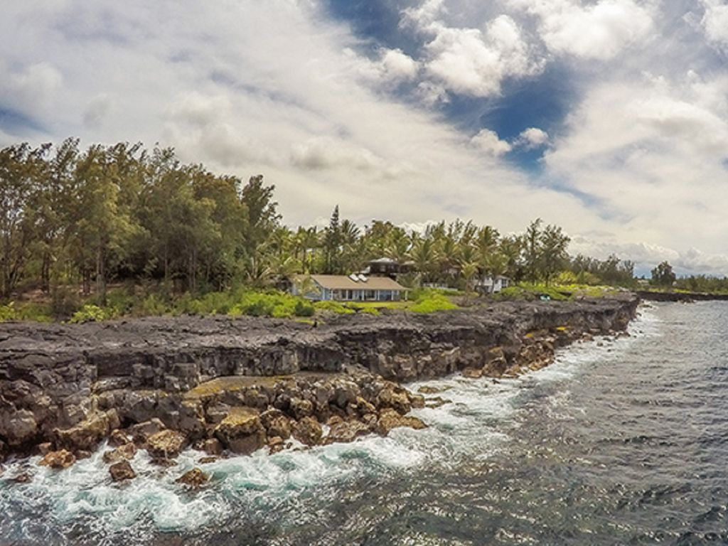 The beautiful Puna Coast and oceanfront Alohahouse-quintessential old Hawaii!