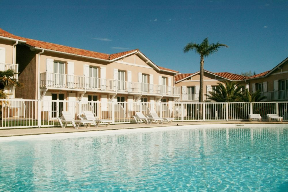 Location maison anglet dans r sidence avec piscine pays for Anglet location maison