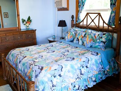 QUEEN TOMMY BAHAMA BED