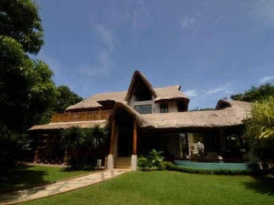 Villa Ananda: high-end tropical villa with private pool, close to Diniwid beach