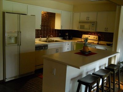 Kihei condo rental - Updated Kitchen with Designer Tin Backsplash