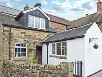 THE COACH HOUSE, pet friendly, with a garden in Crich, Ref 12574