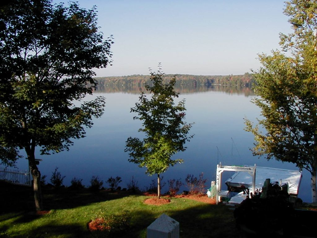 Spectacular maine cobbossee lakefront w hot vrbo for Cabin rentals in maine with hot tub