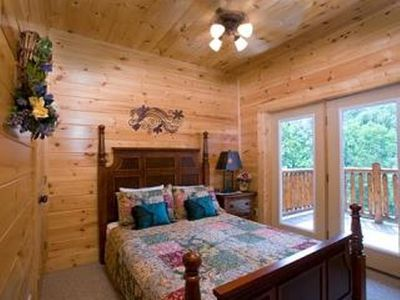Pigeon Forge cabin rental - .Queen bedroom in bottom floor