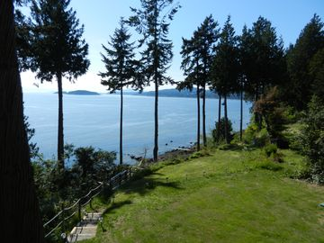 Sechelt house rental - Ocean view, steps leading to beach access.