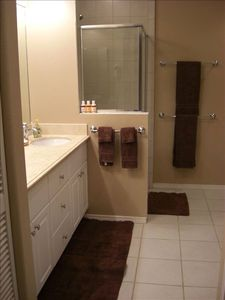 Waikoloa Beach Resort condo rental - Master bathroom has both a SHOWER & a separate bath. Also,walk in closets too!