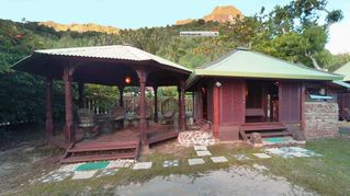 Moorea bungalow photo - Bougainvilla and its outside Gazebo, right in front of the lagoon.