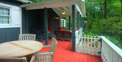 1910 Cottage Fully Renovated - Walk to Town/Pets