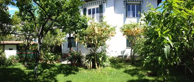 Bordighera near the sea with garden, parking and 2 bikes available