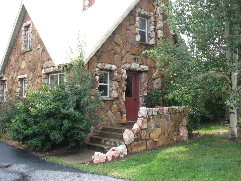 The rock house listed on the colorado state vrbo for Cost to build a house in little rock