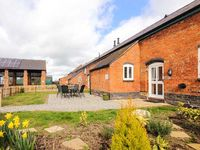 WILLIAMS HAYLOFT, pet friendly, with pool in Whitchurch, Ref 14919