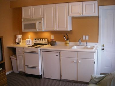 You can keep your vacation inexpensive with Lakeview's full-service kitchen.