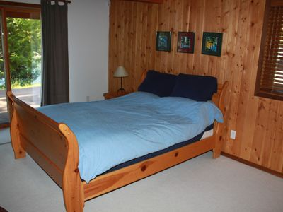 Pender Island house rental - downstairs master suite