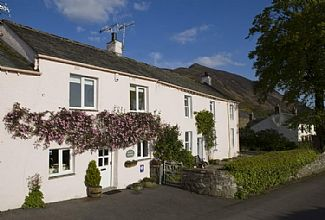 Cosy And Welcoming Delightful Cottage Of Character With Stunning Views Over Lake
