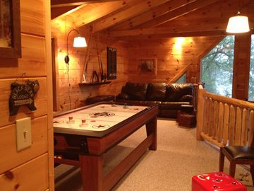 Black Bear Lodge with pull out sofabed
