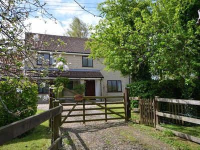 4 bedroom House in Dorchester - OOMEO