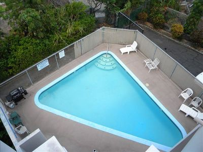 Kailua Kona condo rental - Pool with gas BBQ, use our beach chairs, cooler, beach towels