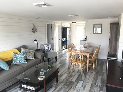 Completely Remodeled- Central AC, sleep 14, great for large groups steps 2 beach