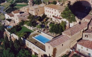 San Giovanni d'Asso villa rental - Views onto the large villa and its gardens