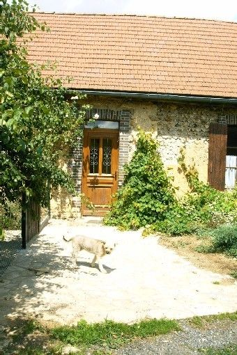 The lodging with donkeys, is part of a typical Burgundian farmhouse