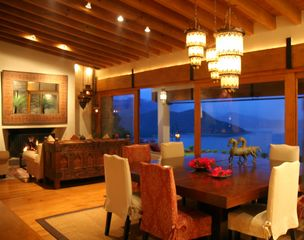 Valle de Bravo villa photo - Living/dining room at dusk