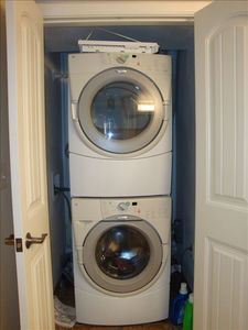 WASHER/DRYER LOCATED IN GUEST BATH